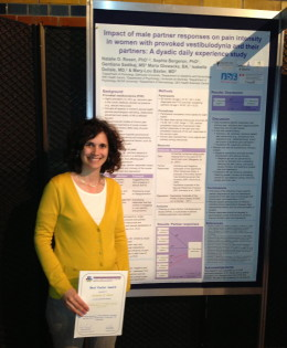 Dr. Natalie Rosen receiving award for best poster at the 1st World Congress on Abdominal and Pelvic Pain